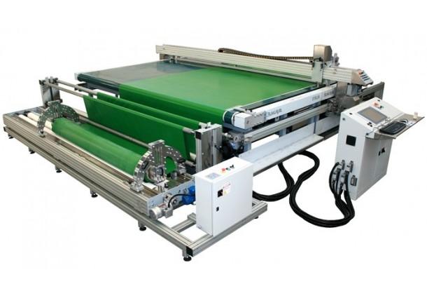 Plotter de découpe à tapis convoyeur destiné à la découpe continue de textiles techniques SM-320-TA